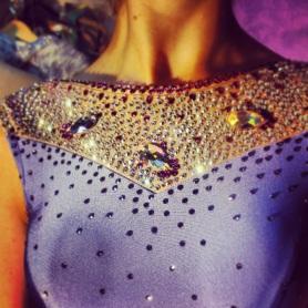 Suknia z kamieniami